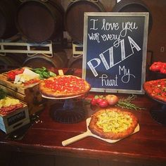 Enjoy these creativeways to incorporate this delicious snack at your wedding! Pizza Appetizer Bites   A grown-up version of a kid favorite! Your guests will love these pizza bites! Pizza Food Cart   Gourmet, wood-fired pizza during cocktail