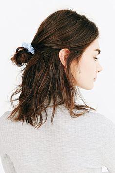 Prom Hair Updo, Bun Hairstyles For Long Hair, Trending Hairstyles, Pretty Hairstyles, Girl Hairstyles, Hairstyle Ideas, Urban Outfitters, Beach Curls, Hair Rinse