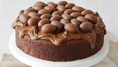 10 Easy Chocolate Cake Recipes - How To Make Chocolate Cake. This is 10 Easy Chocolate Cake Recipes that you want to try at home with your family. Nutella Chocolate Cake, Chocolate Cake Recipe Easy, Easter Chocolate, How To Make Chocolate, Delicious Chocolate, Chocolate Desserts, Brownies, Brownie Cake, Pavlova