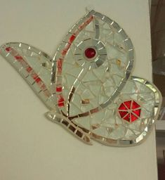 Mosaic Butterfly. Caught in the moment of the flight, these butterflies embellish every room. I used the pearl-colored glass, illuminated by the mirror and red or pink details (Specify the color) It is very beautiful the composition of 2 -3 butterflies of different colors. Measure CM. 25 X