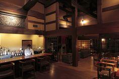 古民家を移築したという宿内にはそこここにゆとりのスペースがあり、昔懐かしい貴重な木造建築の温かみを感じる。