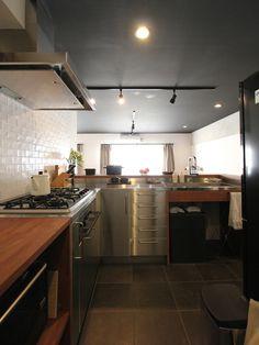 KITCHEN/counter/pantry/tile/キッチン/パントリー/カウンター/収納/食器棚/リノベーション/フィールドガレージ/FieldGarage Inc.
