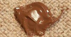 Ο λεκές σοκολάτας είναι ένας από τους πιο συχνούς λεκέδες που δημιουργείται στα ρούχα μας αλλά και σε διάφορα άλλα υφάσματα στα έπιπλα. Δείτε παρακάτω πώς