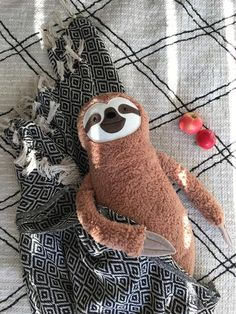 Rainbow Bedding, Handmade Soft Toys, Cute Sloth, Textiles, Kid Beds, Softies, Baby Toys, Wool Felt, Sewing Crafts