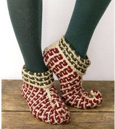 You will love this Crochet Elf Slippers Tutorial and we have video instructions to show you how. Check out the baby elf crochet slippers too. Elf Slippers, Knitted Slippers, Knitting Socks, Free Knitting, Christmas Knitting, Christmas Sweaters, Knitting Projects, Crochet Projects, Elf Shoes