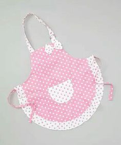 For those early-start master chefs, this apron is equal parts fun and functional. Boasting a smattering of polka dots, ruffle-rich hem and handy front pocket, this piece will keep little ones stylish and clean during their culinary creations. Sewing Aprons, Sewing Clothes, Diy Clothes, Sewing Hacks, Sewing Crafts, Sewing Projects, Childrens Aprons, Cute Aprons, Kids Apron