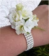 "For the moms..how about something simple like this but maybe with a little ""pop"" of color?"
