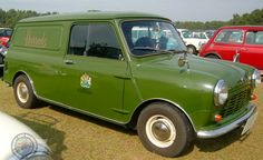 I've got a Corgi 1 of these Harrods Mini Vans, oh how I'd love it to be a full sized 1 like this beauty!