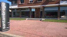 Totem nuovo, vita nuova.. Santambrogio Salotti si rinnova un po' nello stile! #Showroom #Seveso
