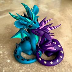 blue and purple polymer clay dragons Polymer Clay Kunst, Polymer Clay Dragon, Polymer Clay Figures, Cute Polymer Clay, Polymer Clay Animals, Cute Clay, Polymer Clay Projects, Polymer Clay Creations, Theme Harry Potter
