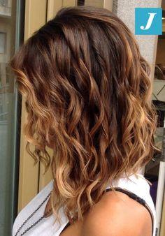 Degradé Joelle bronze e piega beach waves. #cdj #degradejoelle #tagliopuntearia #degradé #igers #naturalshades #hair #hairstyle #haircolour #haircut #longhair #ootd #hairfashion