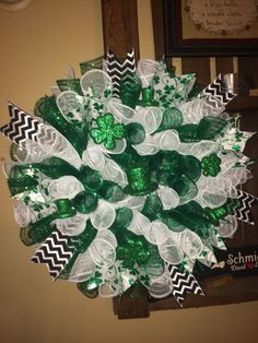 Learn how to make easy Easy to Make St Patricks Day Wreaths and Front Porch Decorations on a budget. You can buy all the supplies you need at your local dollar store Deco Mesh Crafts, Wreath Crafts, Diy Wreath, Wreath Ideas, Wreath Making, Tulle Wreath, Decor Crafts, Mesh Ribbon Wreaths, Deco Mesh Wreaths