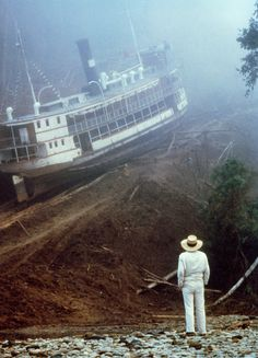 """""""Fitzcarraldo"""", 1982, um filme de Werner Herzog.  Veja também: http://semioticas1.blogspot.com.br/2011/10/vovo-vai-guerra.html"""
