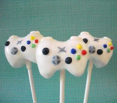I would love to make XBox Controller cake pops for Ryan! Cake Pops, Xbox Cake, Nintendo Cake, Yummy Treats, Sweet Treats, Yummy Food, Xbox Party, Video Game Cakes, Xbox Controller