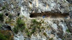 Ruta del Cares - Por entre la montaña en el cañón del río Cares - Bob Fisher