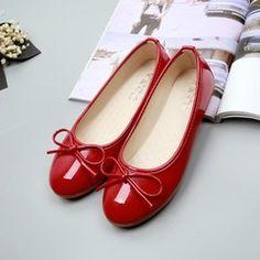 350 руб. Женские красные лаковые балетки. Доставка в Севастополь.  Women's red lacquer ballet shoes. Delivery to Sevastopol.