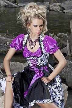 Symbiose zwischen Tradition und Moderne: Schwarz-Weiß-Dirndl mit lila Puffärmelbluse von Angermaier - 2009