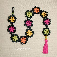 Flor granny tejida a crochet -ytube Filet Crochet, Crochet Granny, Crochet Motif, Crochet Doilies, Crochet Hooks, Crochet Patterns, Love Crochet, Crochet Baby, Knit Crochet