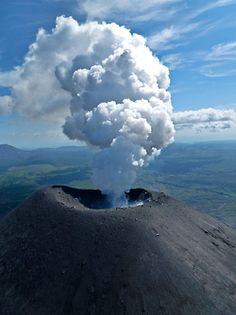 volcano eruptions range from daily small eruptions to extremely infrequent supervolcano eruptions (where the volcano expels at least cubic kilometers of material. Lava, What A Wonderful World, Beautiful World, Volcan Eruption, Fuerza Natural, Tornados, Wild Nature, Natural Phenomena, Science And Nature