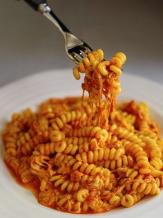 Cheesy Pasta Recipe: Fusilli al Telefono Cookbook Recipes--easy to veganize. Cookbook Recipes, Cooking Recipes, Herb Recipes, Cheesy Pasta Recipes, Gula, Homemade Sauce, How To Cook Pasta, Pasta Dishes, Risotto Dishes