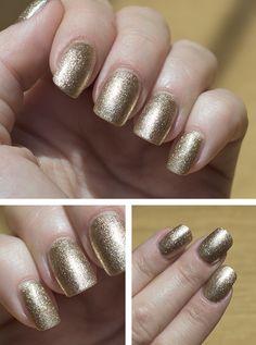 Gold Glitters Nails Art