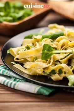 Dans cette recette de pâtes aux 3 fromages il y a de la mozzarella, du gorgonzola et de l'emmental. #recette#cuisine#pates#tagliatelles #fromage Emmental, Mozzarella, Cooking Recipes, Tagliatelle, Salad, Greedy People