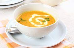 Talíř husté kouřící polévky, ve které stojí lžíce, to je v sychravém podzimu lákavá představa. Každý amatérský kuchař má svůj oblíbený recept na tu zaručeně nejlepší gulášovku nebo bramboračku.