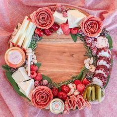 Christmas Snacks, Xmas Food, Christmas Appetizers, Party Platters, Cheese Platters, Food Platters, Charcuterie Recipes, Charcuterie And Cheese Board, Tapas