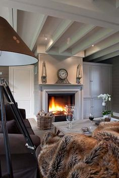 Gorgeous living room - neutral and gorgeous! It looks so relaxing and its gorgeous