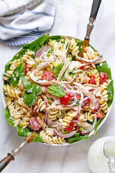 Chicken Spinach Pasta Salad with Creamy Ranch Dressing - A total crowd pleaser, perfect for potlucks and summer get togethers. Pasta Salad For Kids, Pasta Salad With Spinach, Chicken Spinach Pasta, Healthy Chicken Pasta, Easy Pasta Salad, Chicken Recipes, Mozzarella, Mayo Pasta Salad Recipes, Healthy Snacks