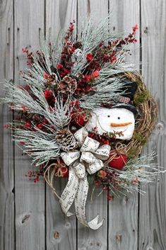Frosty the Snowman, Christmas Wreath - Christmas Wreaths - Holiday Wreaths  http://floralsfromhome.com