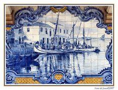 Azulejos historiados demonstrando as embarcações Tile Murals, Tile Art, Mosaic Tiles, Nuno, Portuguese Tiles, Elements Of Design, Ship Art, Delft, Tile Patterns