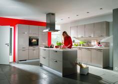 moderne Küche mit Kochinsel