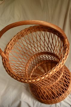 Handwoven Round Hamper Basket Round Wicker by WillowSouvenir