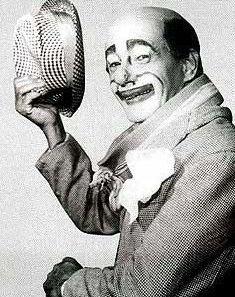 """PROGRAMA DE TV CIRCO DO CAREQUINHA ANOS 50 E 60 - Pesquisa Google Já na televisão brasileira teve como marco o fato de ter sido o primeiro palhaço a ter um programa, o """"Circo Bombril"""" (posteriormente rebatizado """"Circo do Carequinha""""), programa que comandou por 16 anos na TV Tupi nas décadas de 1950 e 1960."""