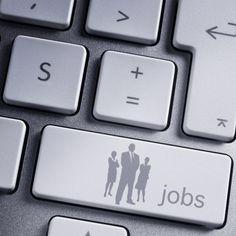 Pour trouver du travail ou pour se construire un réseau, les sites d'emploi, aussi appelés jobboards, et les réseaux sociaux professionnels sont devenus des outils incontournables. Encore faut-il adopter la bonne stratégie. Pour optimiser votre temps, inspirez-vous des conseils d'experts. http://www.elle.fr/Societe/Le-travail/Reussir-au-boulot/Recherche-d-emploi-sur-le-web-a-chaque-reseau-son-astuce-2948202