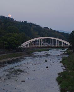天神橋の背後に迫る卯辰山に月 Kanazawa, Scenery, Landscape, Paisajes, Nature