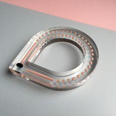 Kyoko Hashimoto, bracelet