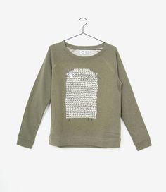 De Geitenwollenschaap trui van Geitenwollenshirts is net zo aaibaar als dat ze eruit ziet.