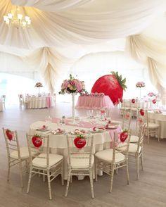 @crazynevesta) в Instagram: «Клубничный август :)  #свадьба #свадебныйдекор #свадьбавмоскве #свадебноеоформление…»