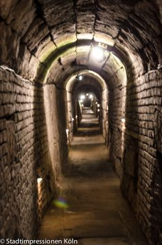 Roman sewer of Praetorium, Cologne, Germany   Römischer Abwasserkanal am Praetorium, Köln, Deutschland   Impianto fognario del Pretorio, Colonia, Germania