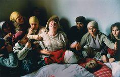 9956179_7ffb442b0b3a169b0a4a3eaf3c525ddc_wm.jpg (976×636), Kosovo 1991, Georges Mérillon / Gamma / World Press Photo)