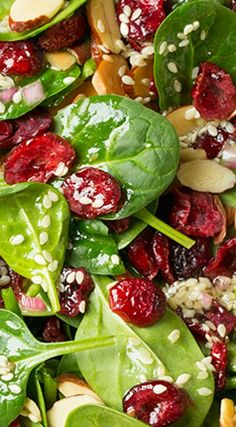 Spinach Salad (with Cranberries and Almonds) - Cooking Classy Cranberry-Mandel-Spinat-Salat Cranberry Spinach Salad, Spinach Salad Recipes, Cranberry Salad Recipes, Spinach Salad With Cranberries, Cooking Cranberries, Simple Spinach Salad, Christmas Salad Recipes, Green Salad Recipes, Fresh Vegetables