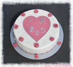 Silvia's Tortenträume: Hochzeitstorte Fondant Kuchen Torte Cake  Fondanttorte Torte Hochzeit Himbeer-Mascarpone lecker Rosen   Mehr dazu im Hauptbeitrag: https://www.facebook.com/SilviasTortentraeume/posts/818255211608802