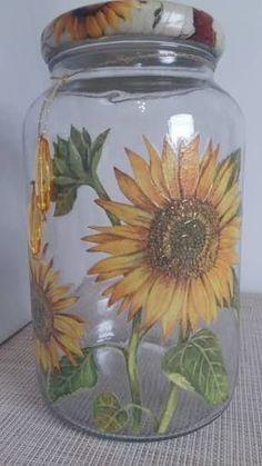 artesanato frasco vidro 9 Wine Bottle Art, Painted Wine Bottles, Painted Jars, Diy Bottle, Wine Bottle Crafts, Painting Glass Jars, Bottle Painting, Glass Art, Mason Jar Art