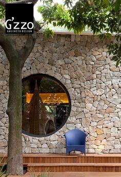 casa-cabaña-a-colores-en-San-Pablo-Brasil-muro-exterior-de-piedra.jpg (614×899)