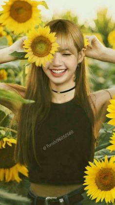 Kim Jennie, Kpop Girl Groups, Korean Girl Groups, Kpop Girls, Blackpink Lisa, K Pop, Mode Rose, Blackpink Poster, Lisa Blackpink Wallpaper
