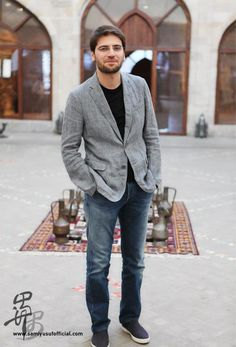 nothin more attractive than a man so passionate about playing violin. Maher Zain, Beyonce, Cool Words, My Hero, Suit Jacket, Men Sweater, Handsome, Singer, Mens Fashion