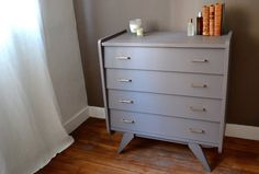 Ancienne commode http://pastpluspresent.blogspot.fr/2011/05/commode-annees-60.html