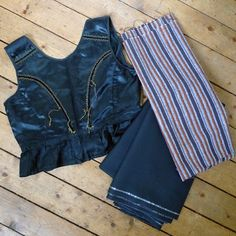 Vintage Upphlutur back. My Icelandic costume #2: Fabrics « Tricoteuse d'Islande